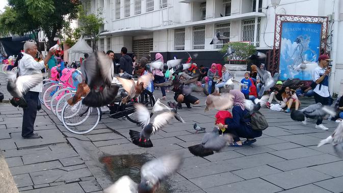 Nuansa kota tempo dulu masih kental di kawasan yang berada di Jakarta Barat ini. Gedung-gedung berarsitektur Belanda kokoh berdiri di setiap sudutnya. (Foto: Liputan6/Maria Flora)