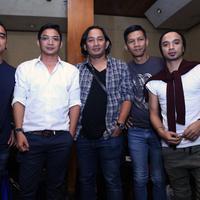 Enda, Pasha, Makki, Rowman, dan Onci yang tergabung dalam grup band Ungu menggelar audisi bertajuk 'Ungu Star Discovery' dengan tujuan mencari bakat-bakat baru di industri musik. (Wimbarsana/Bintang.com)