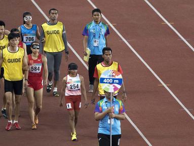 Para atlet cabang para atletik di nomor lari 400 meter putri klasifikasi T11 pada Asian Para Games 2018, di Stadion Utama Gelora Bung Karno Jakarta, Kamis(11/10/2018).  (Bola.com/Peksi Cahyo)