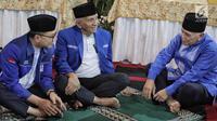 Ketua Umum PAN Zulkifli Hasan (kiri) berbincang dengan Ketua Dewan Kehormatan PAN Amien Rais dan Politisi PAN Hatta Rajasa di Jalan Widya Chandra, Jakarta, Sabtu (9/6). Acara dihadiri pengurus DPP PAN dan DPW Se-Indonesia. (Liputan6.com/Faizal Fanani)