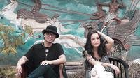 Gugun vokalis Gugun Blues Shelter kolaborasi dengan Emmy Tobing. (Afe Records/Wow Musikindo)