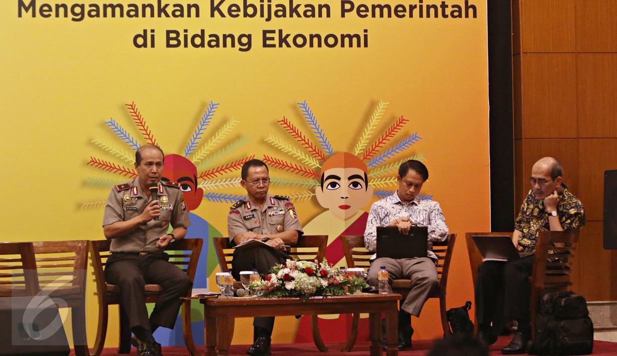 Kapolda Banten Brigjen Pol Boy Rafli Amar (kiri) bersama Asrena Kapolri Irjen Pol Arif Wachyunadi (kedua kiri) dan pakar ekonomi Faisal Basri (kanan) hadir sebagai pembicara seminar di Jakarta, Kamis (11/2). (Liputan6.com/Immanuel Antonius)