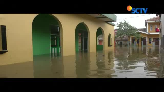 Hingga Kamis (9/11) siang, luapan sungai Citarum membuat tiga kecamatan di Kabupaten Bandung terendam bajir.