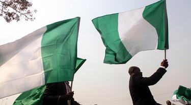 Bendera Nigeria (AFP Photo / Sodiq Adelakuin)