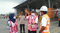 Menhub Budi Karya Sumadi melakukan kunjungan kerja ke New Priok Container Terminal (NPCT) 1 di pelabuhan Tanjung Priok, Jakarta Utara, Kamis, 15 April 2021. Liputan6.com/Athika Rahma