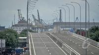 Suasana pembangunan jalan Tol Tanjung Priok di Jakarta, Rabu (25/3/2015). Pemerintah Provinsi DKI Jakarta mendorong konsorsium Tol Akses Tanjung Priok (ATP) agar mempercepat pembangunannya sampai enam bulan kedepan. (Liputan6.com/Faizal Fanani)