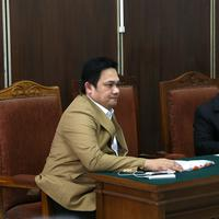 Farhat dilaporkan Ahmad Dhani atas kritikan-kritikan pedasnya di media sosial. Mantan suami Nia Daniati ini pun ditetapkan sebagai tersangka atas kasus pencemaran nama baik. (Galih W. Satria/Bintang.com)