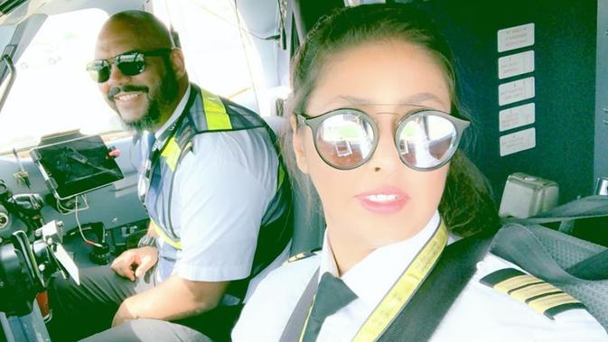 Yasmeen Al Maimani, Pilot Perempuan Pertama Arab Saudi. (dok. Instagram @captain0jazz/https://www.instagram.com/p/BykcQfrhfnp/Putu Elmira)
