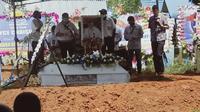 Pemakaman Joyce Lin, pilot pesawat MAF di Pemakaman umum Sereh, Kabupaten Jayapura. (Liputan6.com/Katharina Janur)