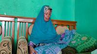 Sukena salah satu calon jemaah haji Kota Cirebon yang gagal berangkat tahun ini. Foto (Liputan6.com / Panji Prayitno)