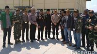 Beberapa anggota banser NU terlibat langsung dalam penyambutan dan pengamanan kepulangan jemaah haji asal Garut, yang dipusatkan di SOR Ciateul (Liputan6.com/Jayadi Supriadin)