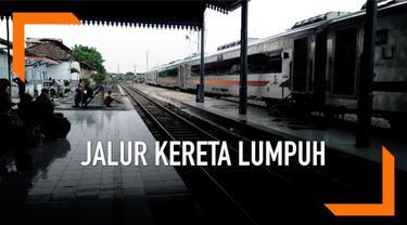 Banjir yang melanda kawasan Pasuruan mengganggu operasional Kereta Api. Rel kereta api tergenang mengakibatkan perjalanan ratusan penumpang terhenti di stasiun Pasuruan.