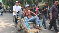 Gus Ipul gowes becak ke Pasar Larangan Sidoarjo (Liputan6.com/Dian Kurniawan).
