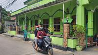 Masjid Al Mujahidin, Kelurahan Jatijajar, Kecamatan Tapos, menjadi lokasi imam masjid mendapatkan pengancaman penusukan. (Liputan6.com/Dicky Agung Prihanto)