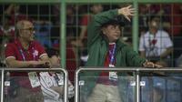 Ketua PSSI, Edy Rahmayadi, menyaksikan pertandingan Indonesia melawan Laos pada laga Asian Games di Stadion Patriot, Jawa Barat, Jumat (17/8/2018). Indonesia menang 3-0 atas Laos. (Bola.com/Vitalis Yogi Trisna)