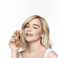 Emilia Clarke/copyright CLINIQUE Cosmetic