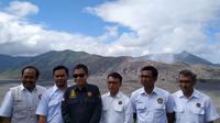 Menteri ESDM Ignasius Jonan memantau langsung aktivitas vulkanik Gunung Bromo, dengan mendatangi pos pengamatan gunung api di Kabupten Probolinggo, Jawa Timur, Selasa (8/1/2019).