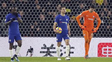 Para pemain Chelsea tertunduk lemas usai gawangnya kebobolan dari Watford pada lanjutan Premier League di Vicarage Road stadium, London, (5/2/2018). Chelsea kalah 1-4. (AP/Frank Augstein)