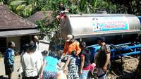 Bencana kekeringan yang melanda Pacitan membuat pasokan air bersih terus didatangkan. (Dok Badan Nasional Penanggulangan Bencana/BNPB)