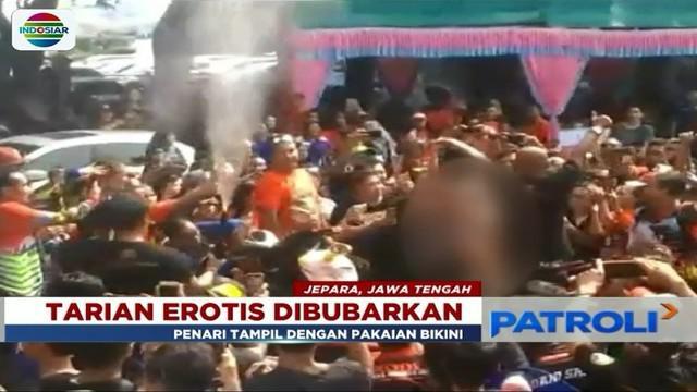 Polisi bubarkan acara ulang tahun komunitas klub motor lantaran hadirkan tiga penari wanita erotis.