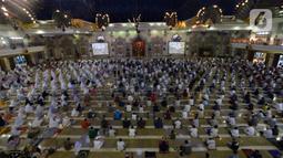 Suasana pelaksanaan salat Idul Adha 1441 H di Masjid Raya Jakarta Islamic Centre, Jumat (31/7/2020). Khutbah Idul Adha tahun ini bertema 'Membagun Optimisme di Tengah Pandemi'. (merdeka.com/Imam Buhori)