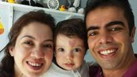 Tanda lahir Çinar Engin membuat ia dijuliki love baby. (Via: dailymail.co.uk)