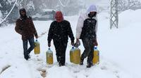 Pengungsi Suriah menghadapi badai salju dalam upaya kabur dari negaranya - AFP