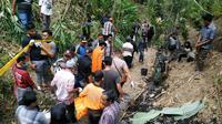 Evakuasi jenazah Slamet (65 th), warga Semedo, Kecamatan Pekuncen, Banyumas yang tewas terbakar di Kebun Bambu. (Foto: Liputan6.com/Tagana Banyumas/Muhamad Ridlo)