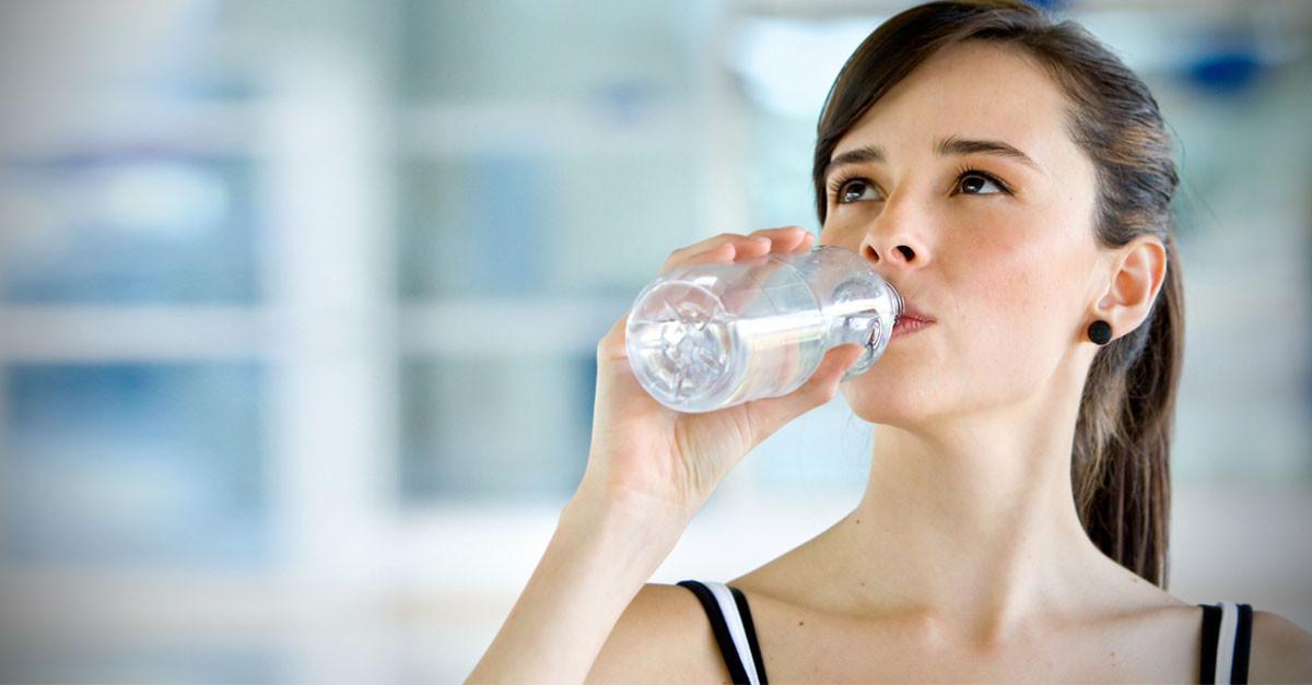 Apakah kamu bisa diet hanya dengan air putih? Temukan jawabannya di sini! (Sumber Foto: CureJoy)