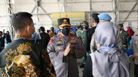Kapolri menemui keluarga awak KRI Nanggala 402. (Dian Kurniawan/Liputan6.com)