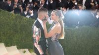 Kisah cinta antara dua pasangan sejoli Zayn Malik dan Gigi Hadid makin membuat netizen iri. Tak hanya penuh romantis, keduanya juga saling melengkapi. (AFP/Bintang.com)