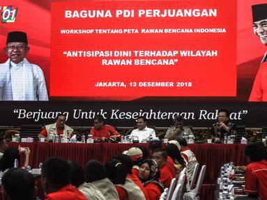 Suasana workshop tentang peta rawan bencana Indonesia di Kantor DPP PDIP, Jakarta, Kamis (13/12). Workshop ini bertema 'Antisipasi Dini Terhadap Wilayah Rawan Bencana'. (Liputan6.com/Faizal Fanani)