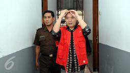Hengki Kawilarang saat akan menjalani sidang keduanya di Pengadilan Negeri Jakarta Selatan,  Senin (29/6/2015). Sidang beragendakan eksepsi alias nota pembelaan dari pihak Hengki. (Liputan6.com/Panji Diksana)