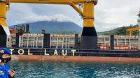 bersandarnya kapal tol laut Logistik Nusantara 2 yang dioperasikan oleh PT Pelayaran Nasional Indonesia (Persero) di Pelabuhan Depapre Jayapura, Papua. (Dok Kemenhub)