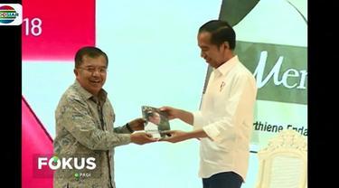 Buku berjudul 'Jokowi Menuju Cahaya' ditulis Alberthine Endah yang kedua kalinya menulis perjalanan seorang Jokowi.