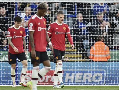 Manchester United tak mampu berbuat banyak kala bertandang ke markas Leicester City pada pekan kedelapan Premier League 2021/2022, Sabtu (16/10/2021). (AP/Rui Vieira)