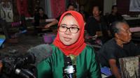 Anggota Komisi VI DPR RI Siti Mukaromah disela-sela kunjungan ke IKM Tenun di Desa Sukarara, Kecamatan Jonggat, Kabupaten Lombok Tengah.