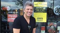 Jon Bon Jovi di restoran miliknya, JBJ Soul Kitchen. (dok.Instagram @jbjsoulkitchen/https://www.instagram.com/p/BGvBnS2MPJ7/Henry)