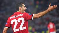 Gelandang Manchester United (MU), Henrikh Mkhitaryan telah mengoleksi lima assist dari tiga laga Liga Inggris 2017/2018. (ARMEND NIMANI / AFP)