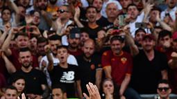 Sangat pantas diberikan sebab pemain muda berbakat selalu dilepas disetiap musimnya. Nama macam Alesio Romagnoli, Miralem Pjanic dan Mohamed Salah merupakan pemain yang dilepas Roma meski belum menjadi pemain bintang saat itu. (AFP/Vicenzo Pinto)
