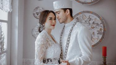 [Fimela] Foto Pernikahan Aura Kasih