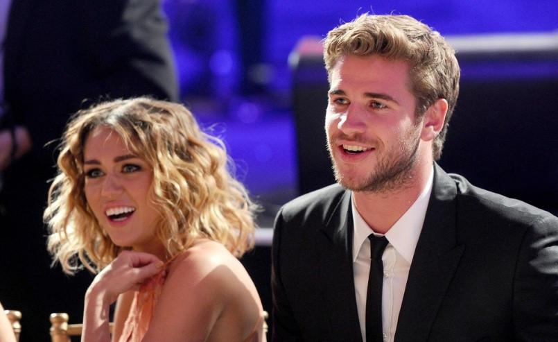 Miley Cyrus dan Liam Hemsworth (E!)