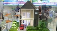 Sebuah maket perumahan di tampilkan di pameran properti di Jakarta, Kamis (8/9). Penurunan DP KPR rumah kedua dan ketiga juga turun masing-masing menjadi 20% dan 25%. (Liputan6.com/Angga Yuniar)