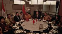 Ketua Umum Partai Golkar Airlangga Hartarto bertemu dengan Kepala Polit Biro Hubungan Internasional Partai Komunis Cina, Song Tao, Sabtu (21/9/2019). (Merdeka.com/ Muhammad Genantan Saputra)