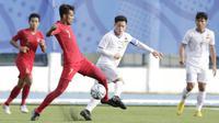 Gelandang Timnas Indonesia U-22, Zulfiandi, mengontrol bola saat melawan Laos U-22 pada laga SEA Games 2019 di Stadion City of Imus Grandstand, Manila, Kamis (5/12). Indonesia menang 4-0 atas Laos. (Bola.com/M Iqbal Ichsan)
