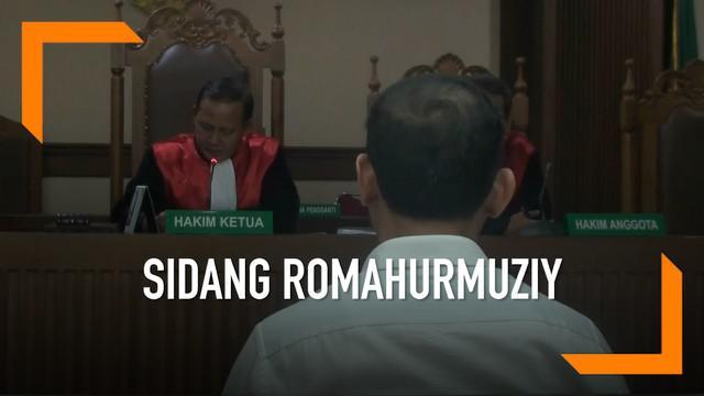 Jaksa KPK membacakan dakwaan dalam sidang Romahurmuziy. Romy diduga menerima suap Rp325 juta dalam kasus suap jual beli jabatan.