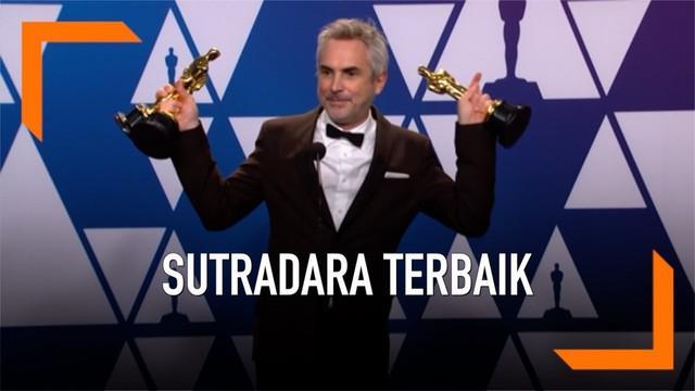 Alfonso Cuaron sukses membawa piala Oscar 2019 untuk sutradara terbaik. Melalui film Roma ia pun membawa dua piala lainnya.