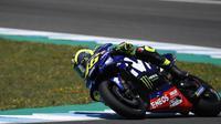 Pembalap Movistar Yamaha, Valentino Rossi, hanya finis kelima pada balapan MotoGP Jerez, Minggu (6/5/2018). (AP Photo/Miguel Morenatti)