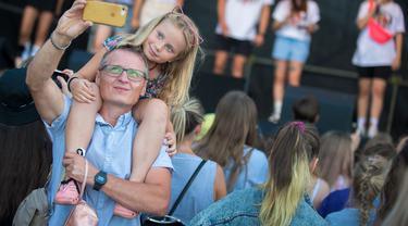 Ratusan Orang Ikuti Syuting TikTok di Lithuania