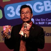 Deputy CEO Smartfren Djoko Tata Ibrahim memberi keterangan saat peluncuran kartu perdana BosKu di Jakarta, Selasa (26/3). Bonus tersebut otomatis terisi saat pelanggan melakukan pengisian pulsa minimal Rp 50 ribu, paling lambat 3 hari setelah aktivasi kartu. (merdeka.com/Iqbal S. Nugroho)